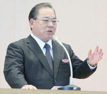 母校の講演会で在校時の思い出を語る安慶田副知事=10日午後、八重山農林高校