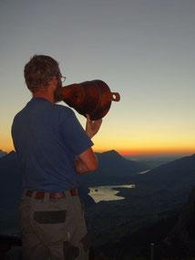Beim Alpsegen im Sonnenuntergang über dem Talkessel Schwyz