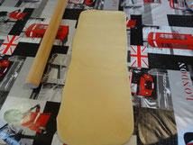 La longueur de la pâte  étalée est égale à 3 fois la largeur, une épaisseur de 0,8-1cm.