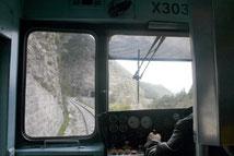 A côté du conducteur du train des Pignes