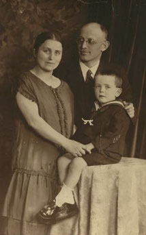 Gerda and Friedrich Braunold with son Josef ca 1930