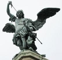 Saint Michel sur le château Saint-Ange. (Source : F l a n k e r).