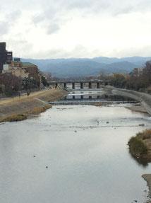 師走の四条大橋からみた風景
