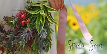 山梨県北杜市明野ひまわり畑でラスティックな雰囲気のブーケを持つ新婦様