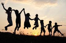 Gruppe, Matrix-2-Point, Erwachsene und Kinder, Eltern, Götti, Grosseltern, Ausgeglichenheit, Freude, Leichtigkeit, Spielerisch, Herz