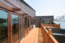 神奈川でウッドデッキ・タイニーハウス