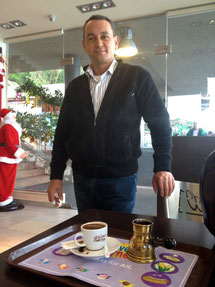 Li(e)banesischer Kaffee wahrlich mit Liebe serviert.