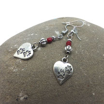 AIMEE - boucles d'oreilles coeurs avec des petits pas de chatons pendantes perles rouges et ethniques