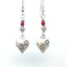 AIMEE - boucles d'oreilles perles rouges entourée de perles ethniques argentées coeurs pendantes