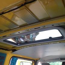 Lybstes.de: Busausbau T5 selber ausbauen - Dachfenster, Gardinen, Moskitonetze