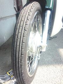 買ったときについてたタイヤ(この前パンク修理したタイヤですw)