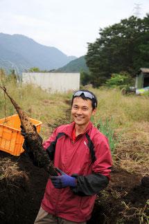 芋ほり色々ありますが、一番ハマるのはヤマイモ掘り!