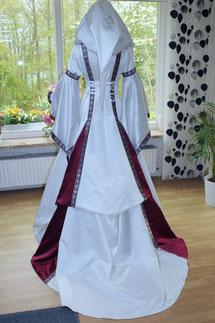 Mittelalter Brautkleid Satin weiß weinrot,Maßanfertigung im Mittelalter-Design