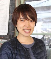 「とても魅力的な繊維産地の遠州に来てくてアイターンしました!」と工場内を案内してくれたスタッフの濱田美希さん