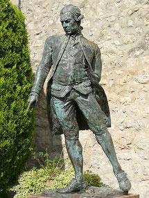 Statue ''en pieds'' qui a substitué le buste que l'on aperçoit sur les photos de 1976
