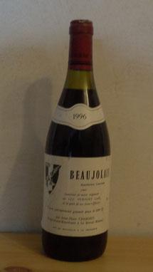 le CNE CHARMET, cadre du régiment et viticulteur dans le Beaujolais produisit de nombreuses bouteilles ''spécialement grumées'', pour les personnels du régiment