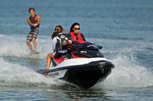 Wakeboard en motos de agua
