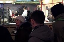 Glühweinwagen mieten mit Bratwurst vom Grill und Glühwein vom Glühweinstand