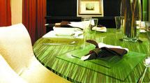 tavolo realizzato in resina acrilica