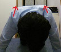 肩甲骨内側のコリを治すストレッチ