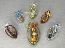Acryl-Eier umhäkelt, mit Figuren