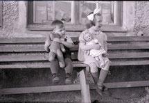 mueden.de, Kuscheltiere, Bild mit Kinder, Schwarz weiss, Nostalgie
