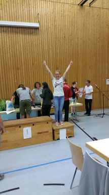 So sehen Sieger aus. Auch Nadja freut sich zu Recht über ihren Platz auf dem Treppchen.