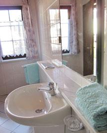 Bad im Erdgeschoss mit Du/WC