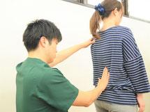 頭痛専門治療の診察風景