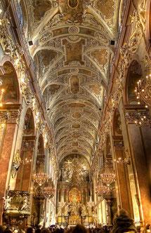 チェンストホーヴァ、ヤスナ・グラ修道院身廊の天井画