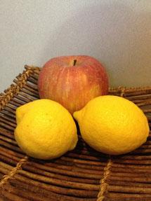 リンゴとレモンを頂きました。ビタミンCも風邪予防に大切ですね。