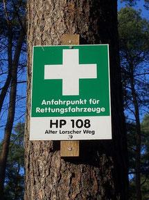 Anfahrtspunkt für Rettungsfahrzeuge (Bild: Martin Hawlisch / Wikipedia.org)