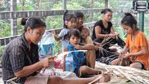 Anfangs Februar 2015: Muntigungung Frauen & Kinder an der Arbeit