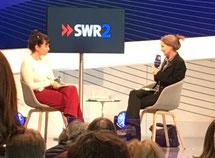 Marion Poschmann (rechts) im Gespräch.