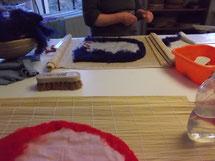 Chapeaux en cours de fabrication
