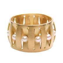 romantischer Ring in 18ct Gold mit Akoyaperlen, von goldschmiede bior in landsberg