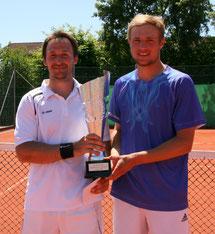 Turniersieger (v.l.) Andre Wiesler und Finalist Daniel Baumann