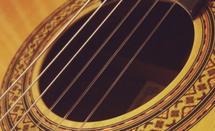 ナイロン弦がクラシックギターの特徴です