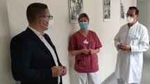 Tino Sorge MdB im Gespräch mit Chefarzt Stefan Schütze und Therapieleiterin Udine Semper