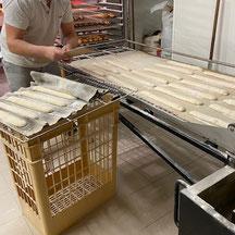 Préparation cuisson baguettes Ma Boulangerie Café