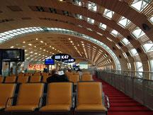 Nach einem verpassten Anschlussflug in Paris hat das Warten irgendwann ein Ende.