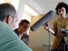 """La protagonista Cristina Lapedota con Andrea Cramarossa e Anna Giulia D'Onghia durante la lavorazione di """"Io Volo""""."""