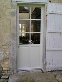 Porte en bois avec vitrage 6 carreaux - FMA Menuiserie Lezay