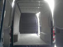 Doublage intérieur en contre plaqué d'un véhicule utilitaire.