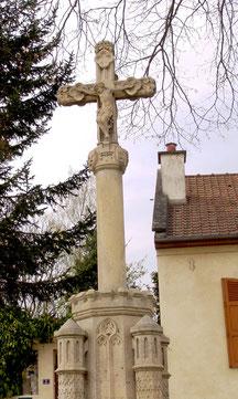 La croix de Castel: côté du Christ
