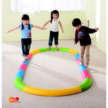 Parcours d'équilibre pour enfants avec 16 éléments en plastique de motricité à acheter pas cher.