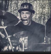 ROBERT: Drums