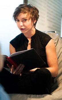 Angela Ahlheim liest Alice hinter den Spiegeln im Museum Moderner Kunst Kärnten