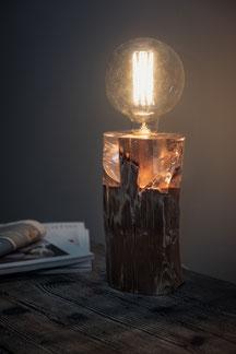 Ciaro lunico zug online shop swissmade handmade tischlampe lampe leuchte baumstamm stamm balken holzbalken hausbalken kunsthartz eis optik feuer effekt
