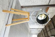 goliath stehlampe gross ständerlampe riesig suchscheinwerfer lunico zug online shop inneneinrichtung leuchte swissmade handmade eiche schreinerarbeit grau holz schiffsscheinwerfer scheinwerfer marine boat